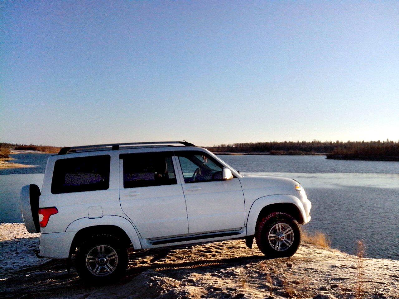 З першими променями сонця прикарпатські авторагулі з'їжджаються до річок, щоб помити свої автомобілі