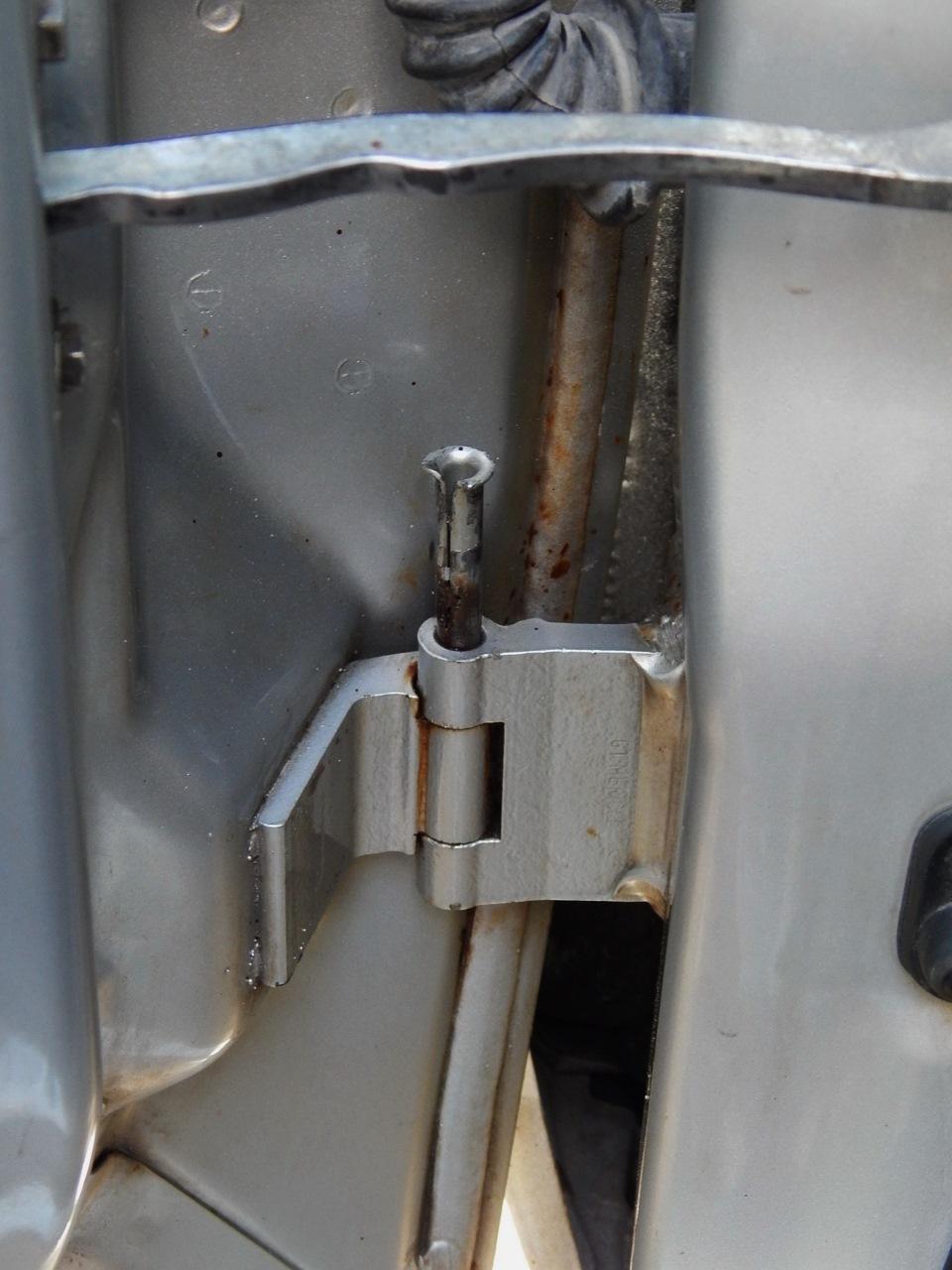 опель омега выработка в дверных петлях устранение