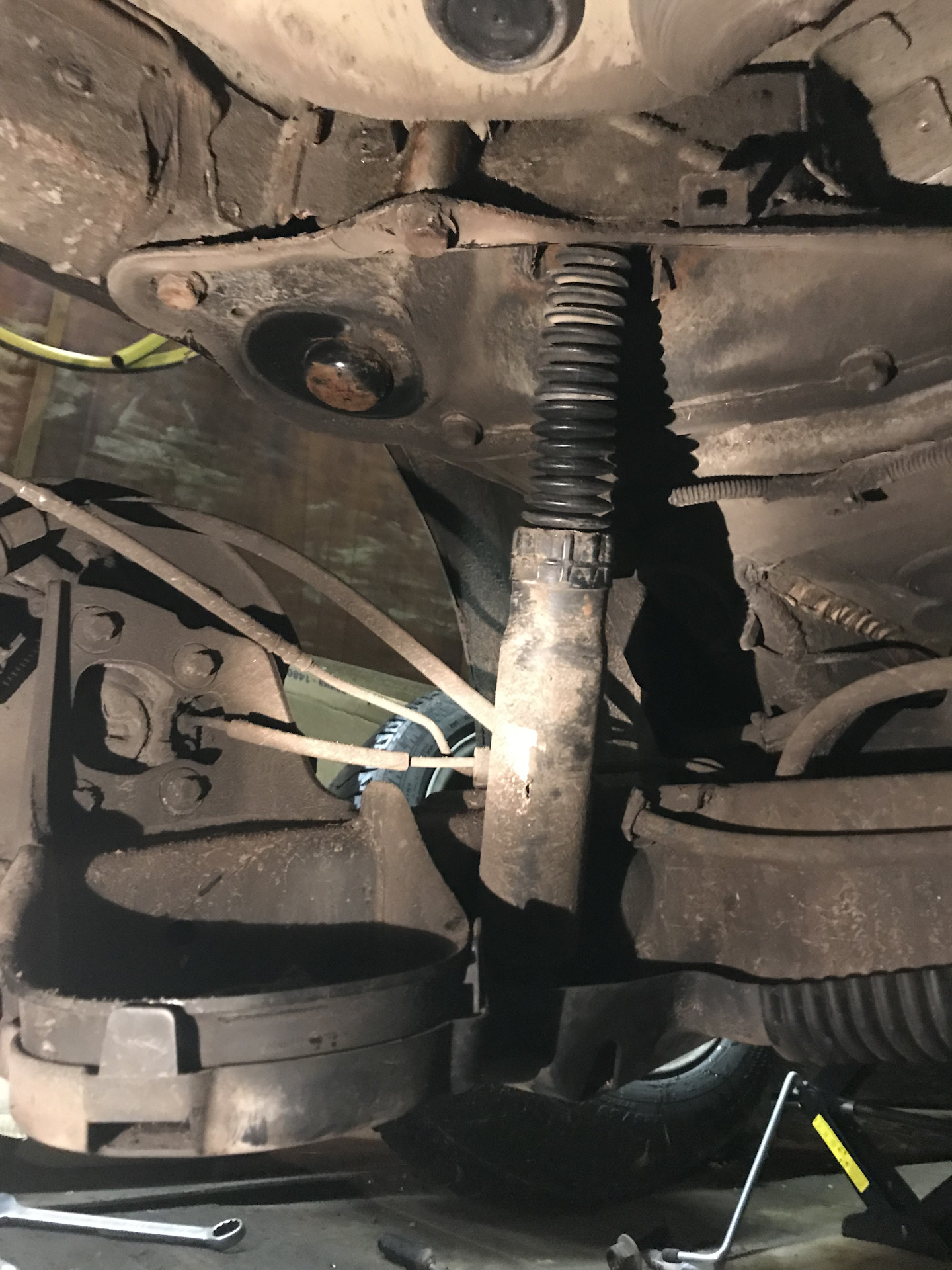 Замена переднего кронштейна ситроен дс 5 Замена троса газа митсубиси аутлендер xl