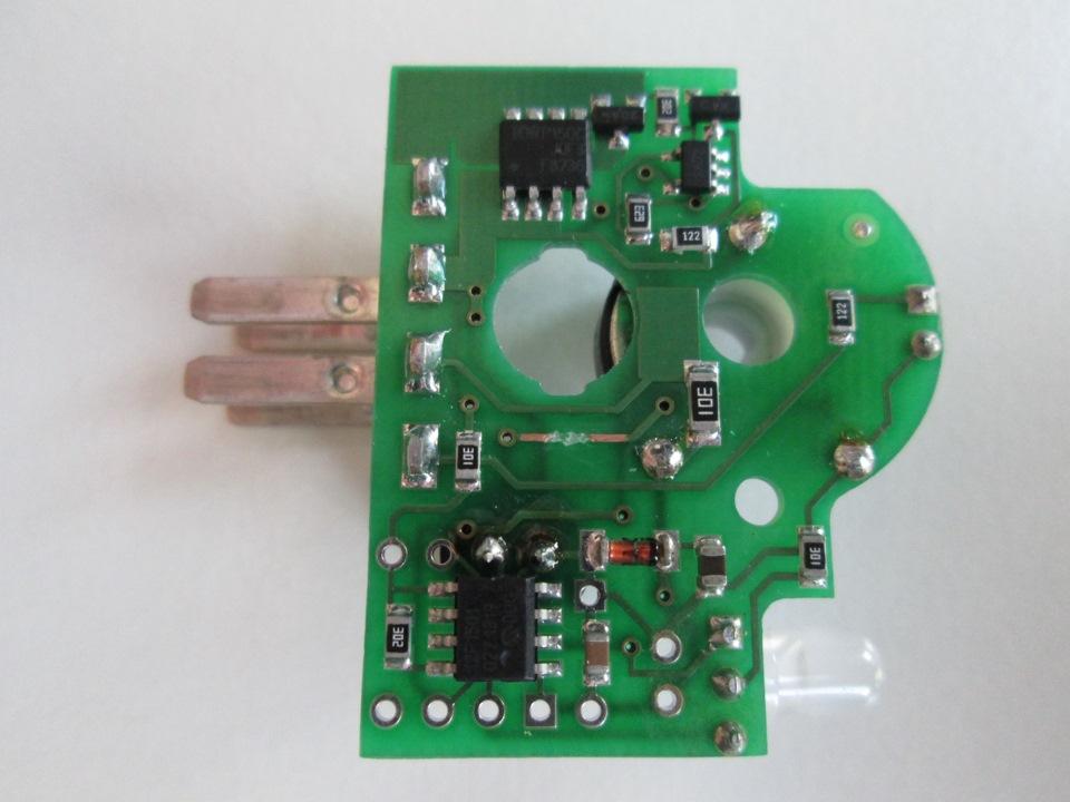 Впаиваем SMD резистор 3,3 кОм.