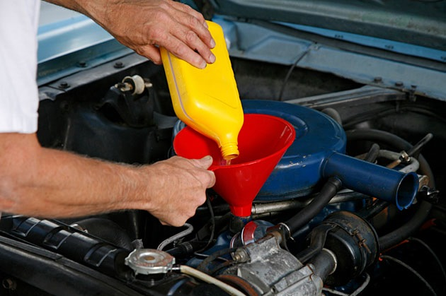 the simple steps in changing oil in a car