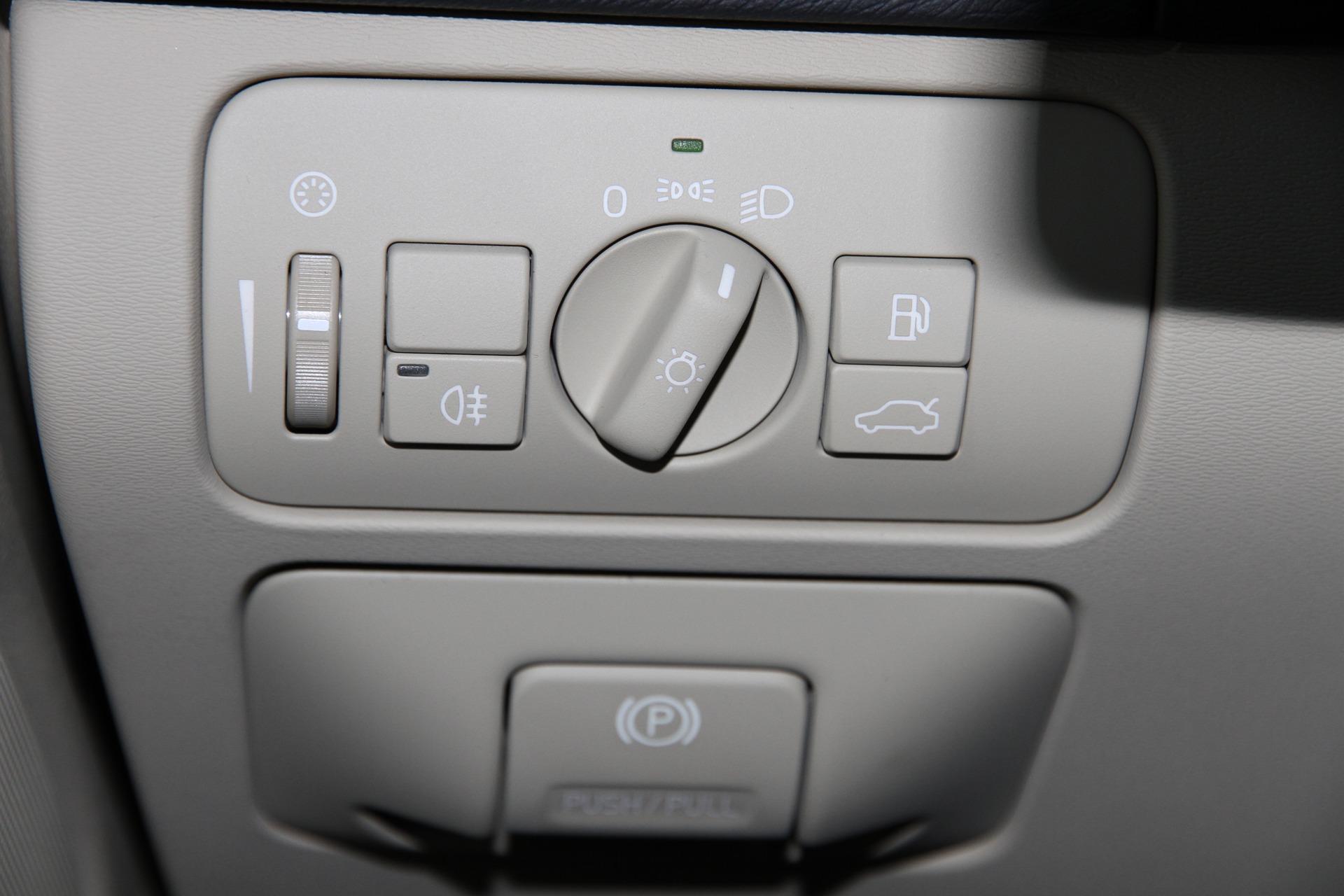 вольво v60 кнопка открывания бензобака