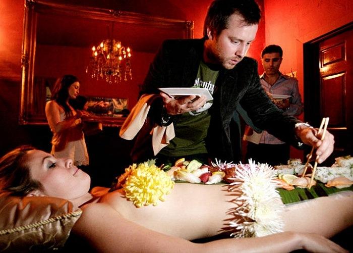 Отправим материал вам на e-mail: рестораны nyotaimori в японии — явление редкое, организация такого необычного ресторана сулит его собственнику некоторые проблемы с властями и общественностью.