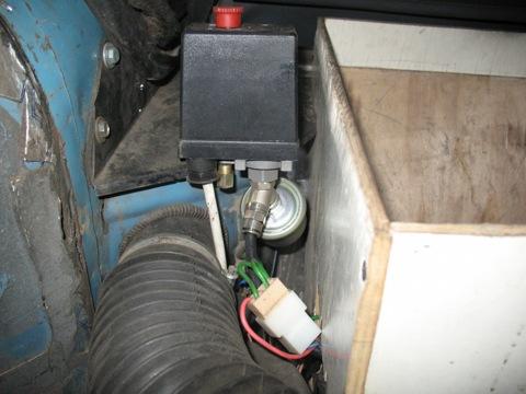 Реле отключения компрессора, датчик давления.