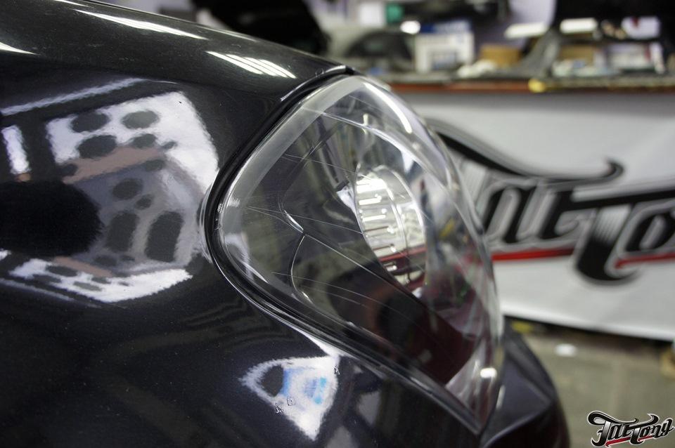 Mercedes GL500. Ремонт фар и окрас масок фар в черный глянец.