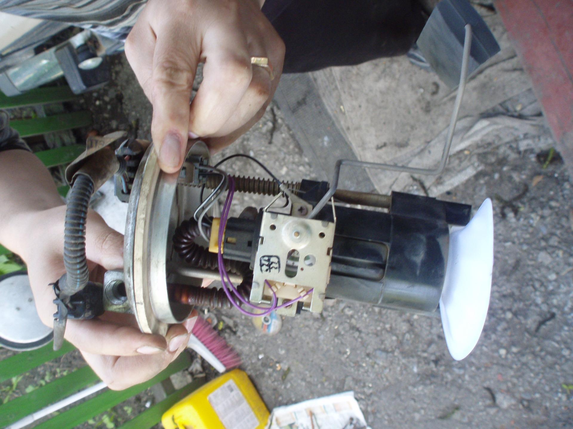 Фото №22 - ВАЗ 2110 замена топливного насоса