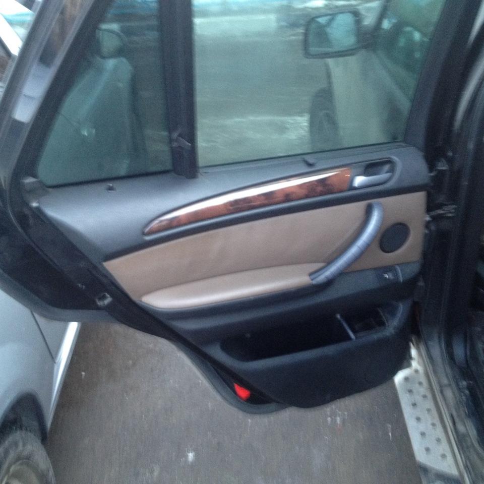 как снять обшивку задней двери BMW e60