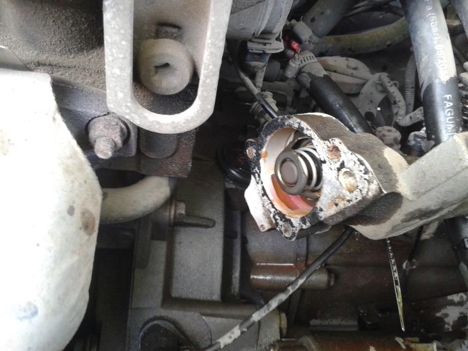 Как стоит термостат на чери амулет крепление порогов чери амулет