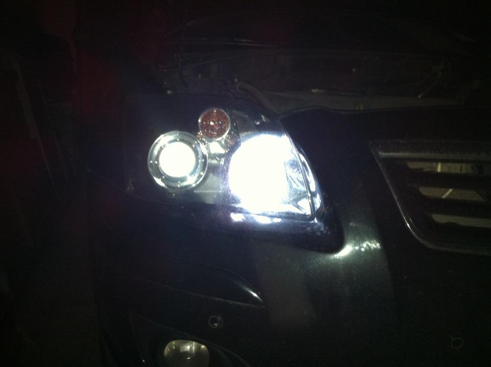 Тойота авенсис 2008 лампы ближнего света