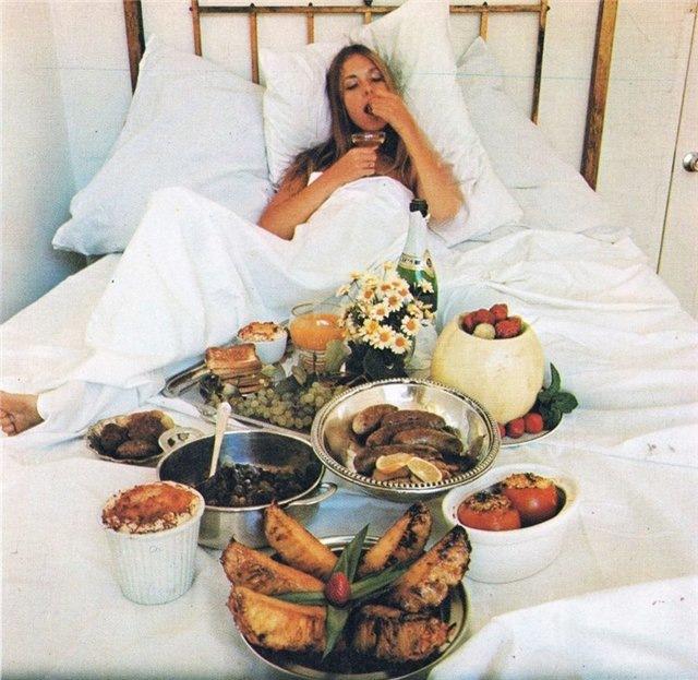 Красивая голая девочка в постели фото фото 0-19