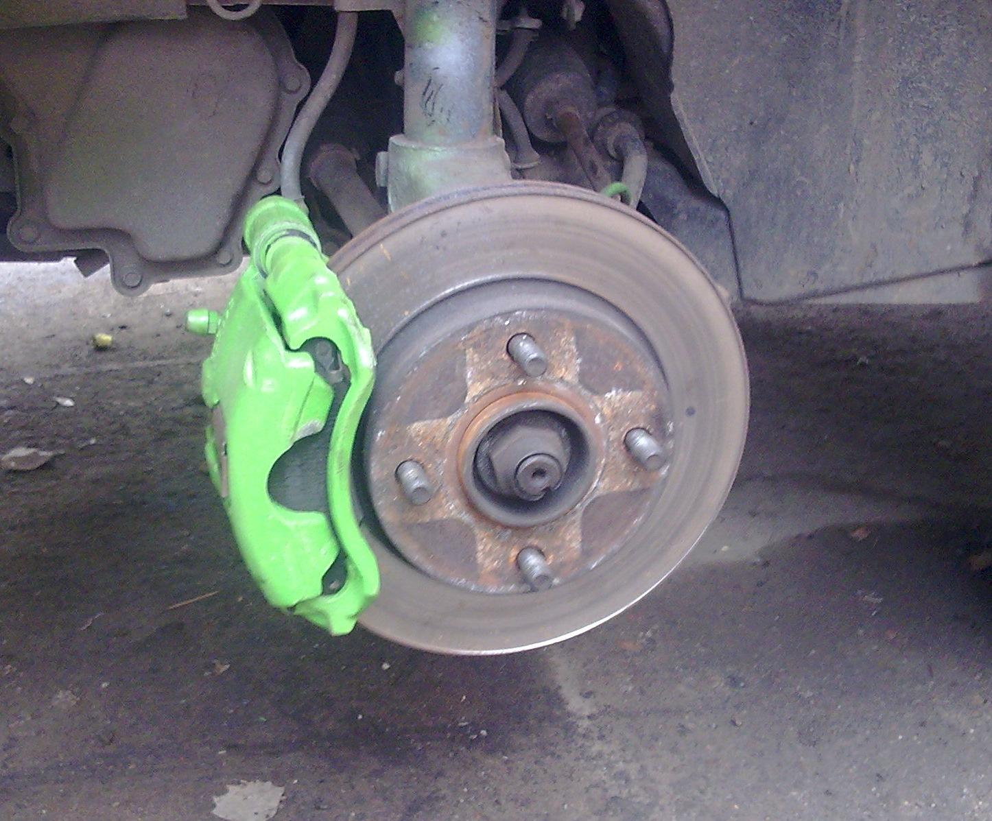 Снятие и замена задних тормозных колодок Ford Focus 2 ...