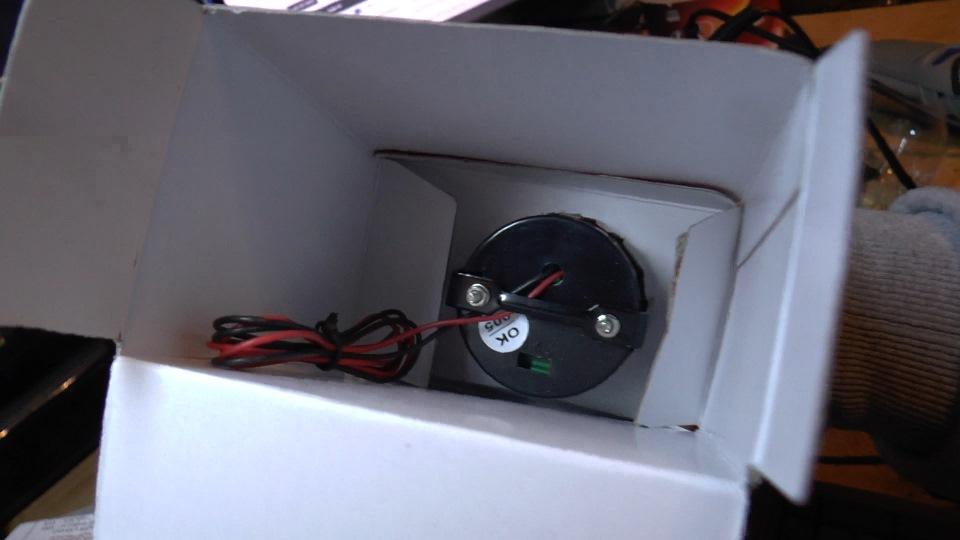 вольтметр внутри коробки