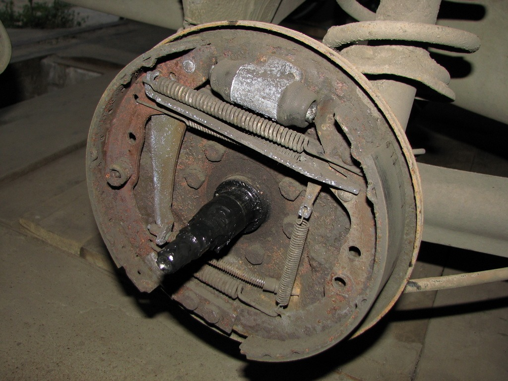 заміна задніх тормозних накладок audia 80