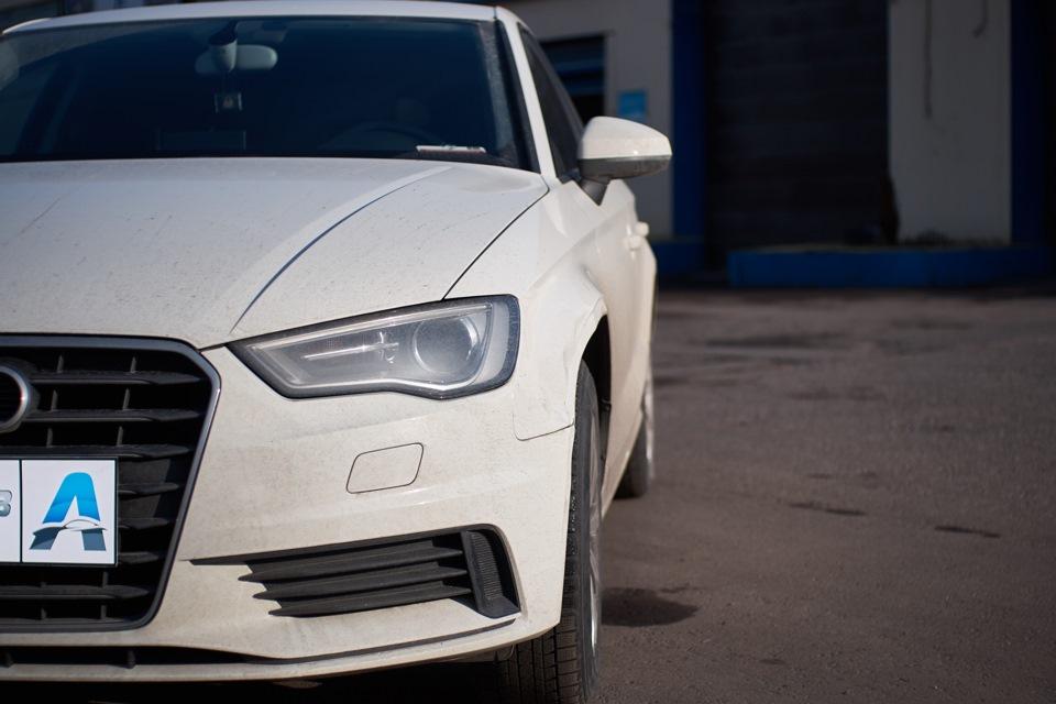 Audi A3. Повреждение переднего левого крыла.