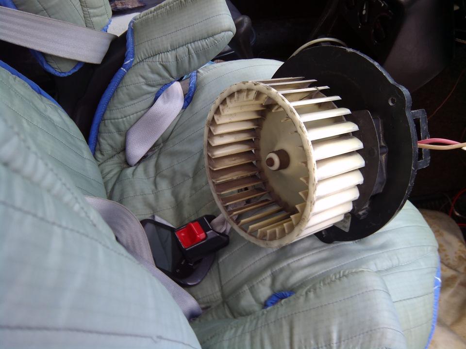 как заменить мотор печки мерседес в класса