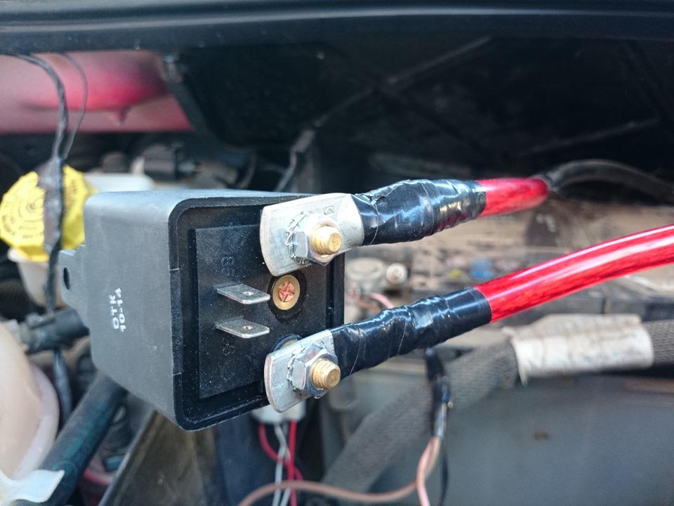 помощи двух аккумуляторов.