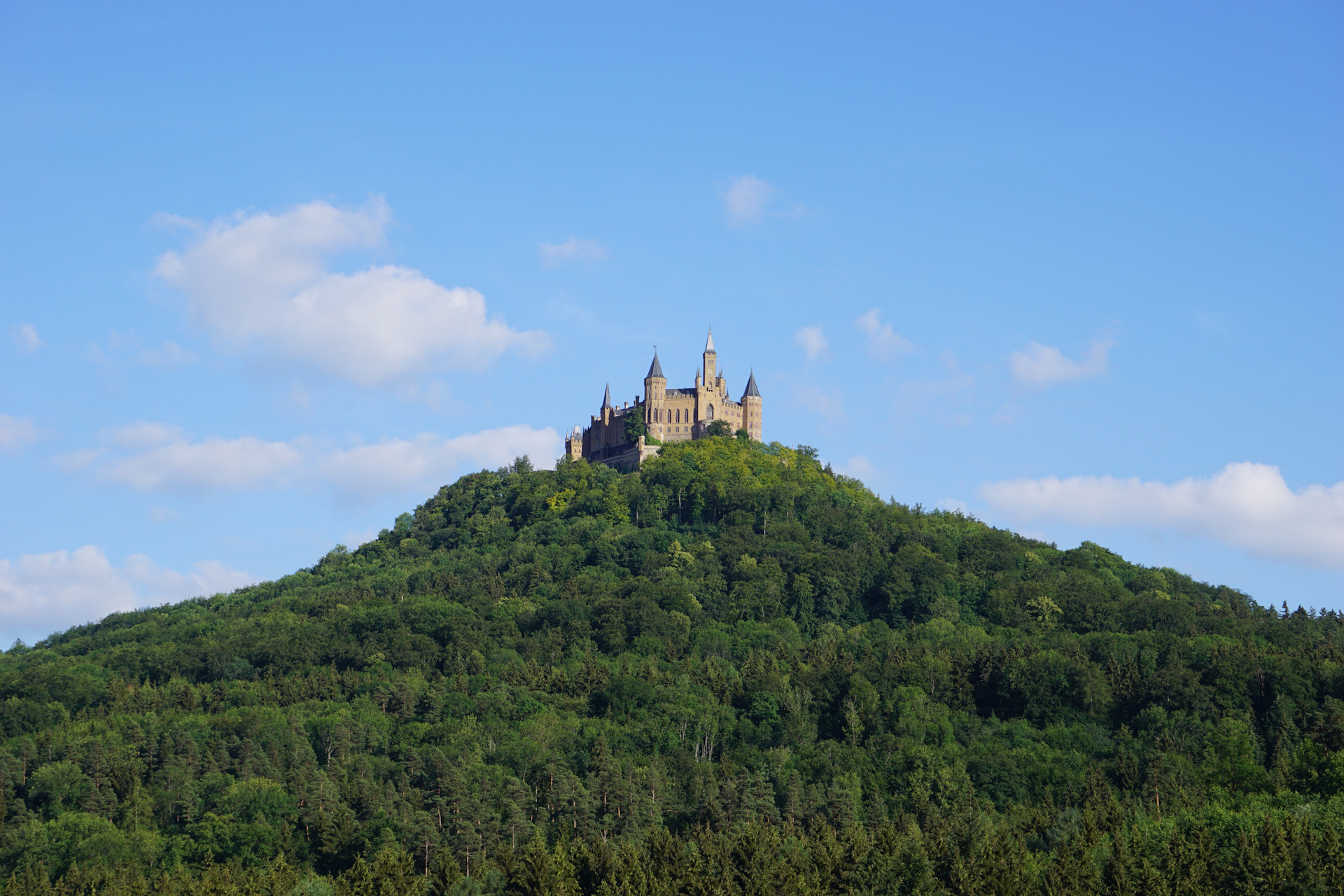 болгария картинка замок за горами сюрпризом