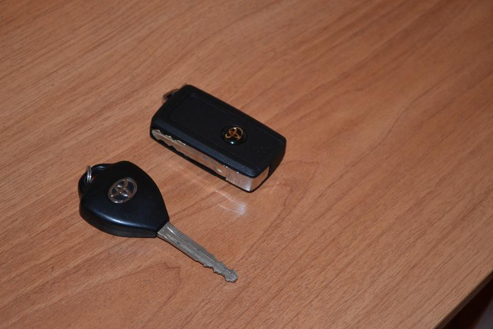 выкидной ключ toyota
