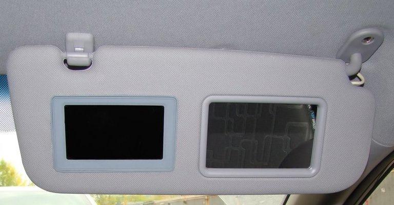 Установка монитора в козырек авто