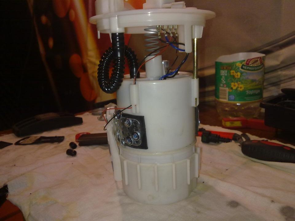 Где находится топливный фильтр рено меган