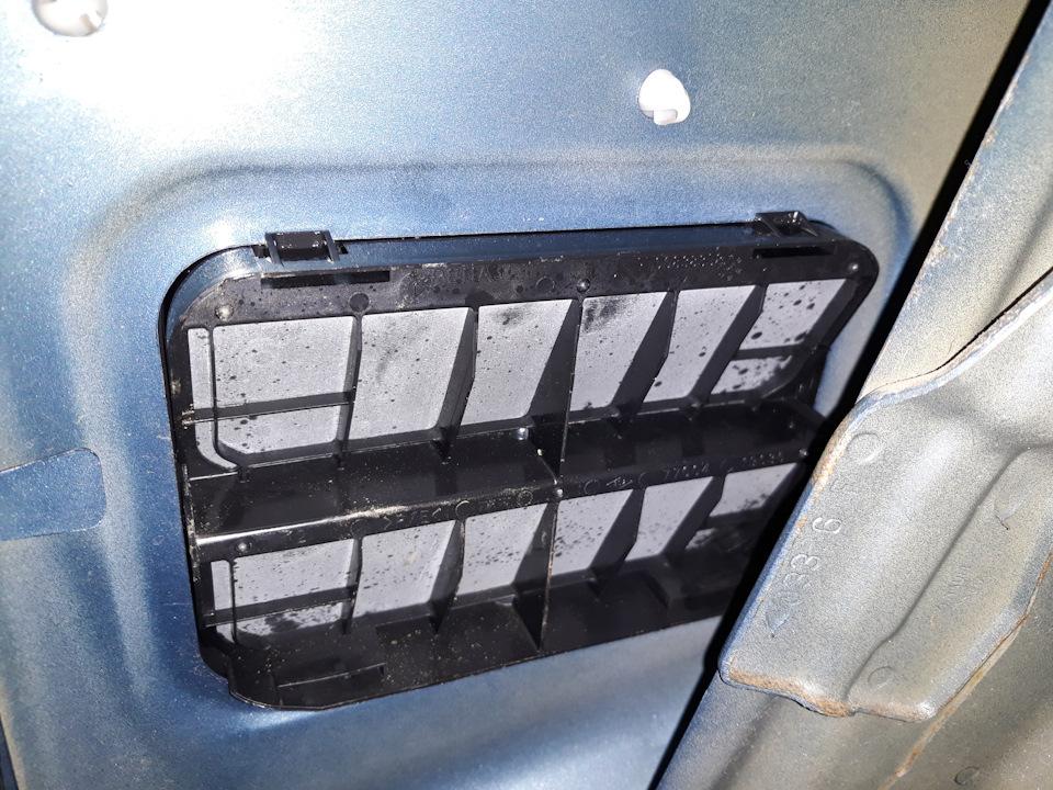 Клапан вентиляции багажника логан