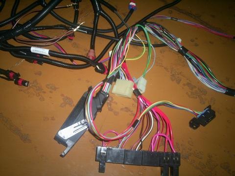 Первые шаги в этом направлении сделаны - куплена коса проводов 2115-3724026-50.  Стоит, значит, на моем коррике мотор.