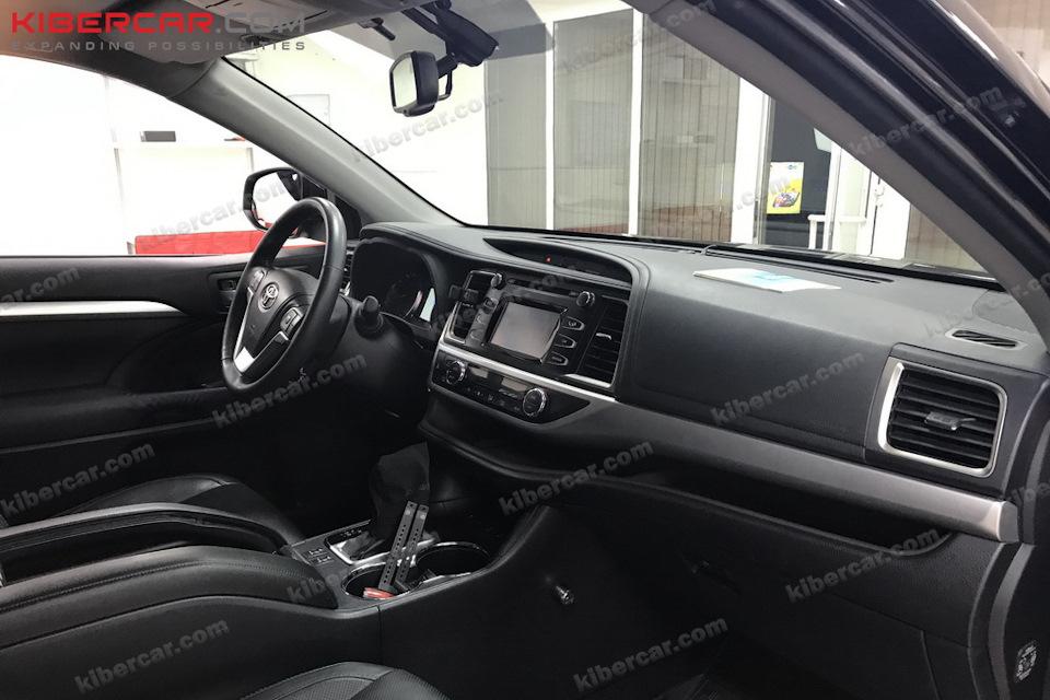 Все происходящее вокруг автомобиля будет видно на штатном мониторе.