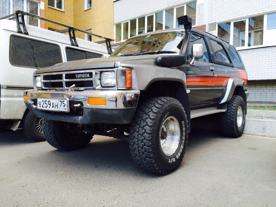 logbook toyota hilux surf le quatre quatre 1989 on drive2. Black Bedroom Furniture Sets. Home Design Ideas