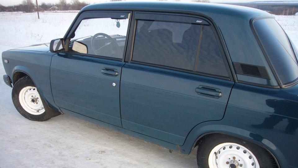 Сине-зелёный цвет авто