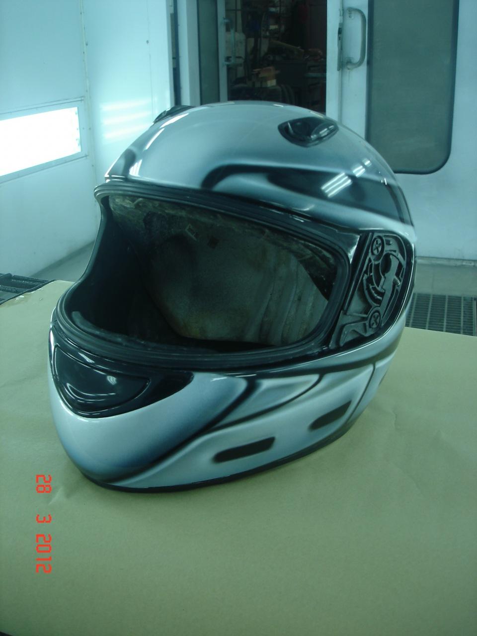 Шлем под мо�о�икл � а��ог�а�ией