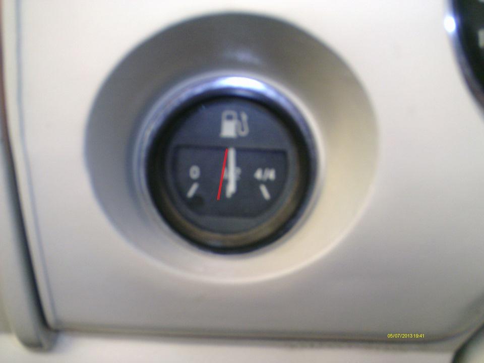 датчик бензина показывает пол бака chevrolet niva