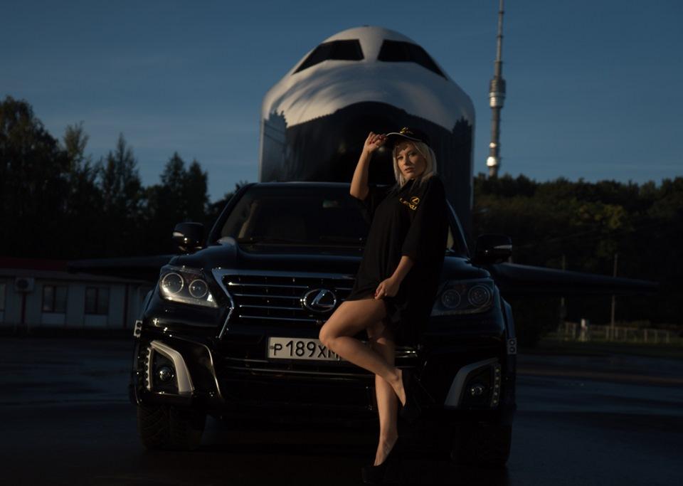 pro-kak-fotki-blondinka-devushka-v-leksuse-tolpa-negrov-staroy