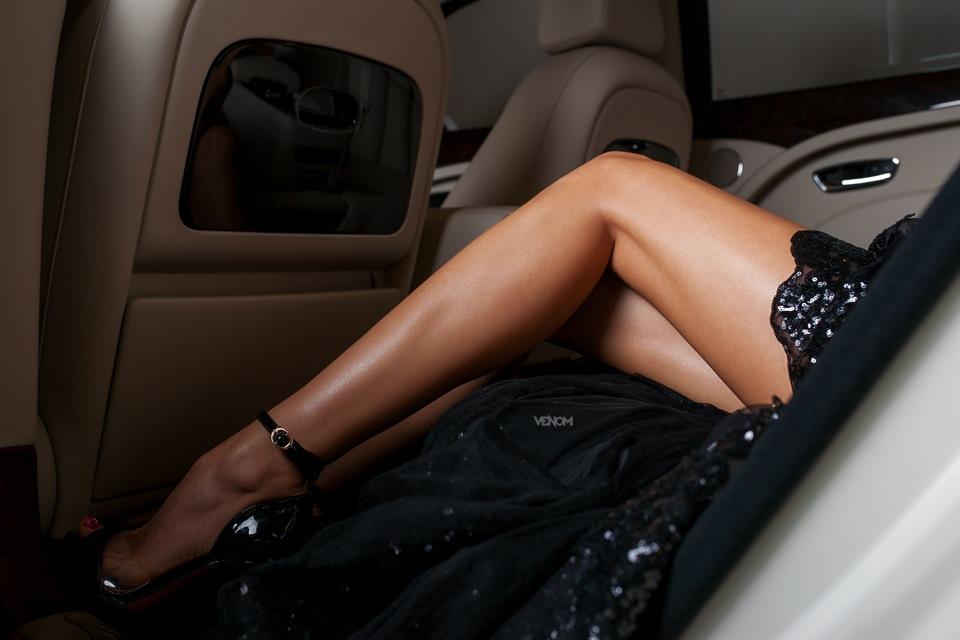 Фото женских ножек в машине фото 633-898