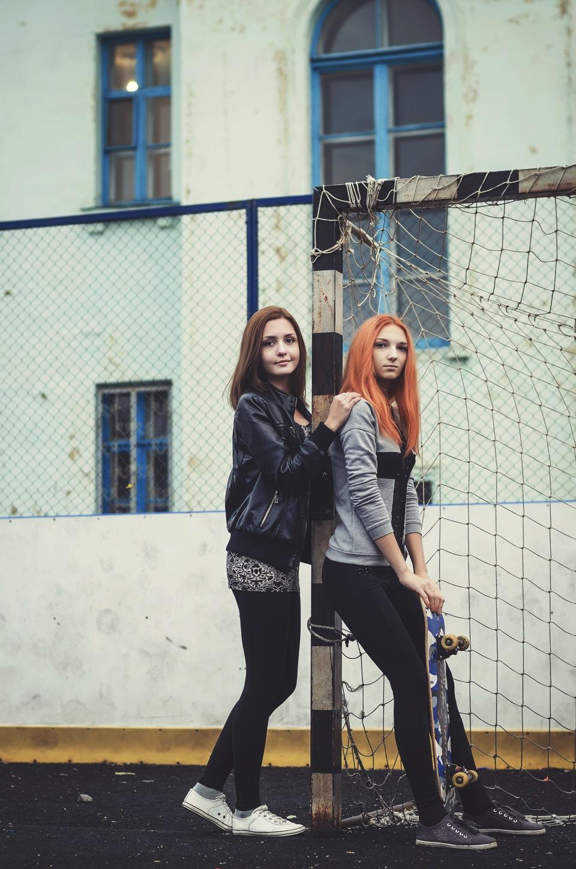 рыжая с подружкой