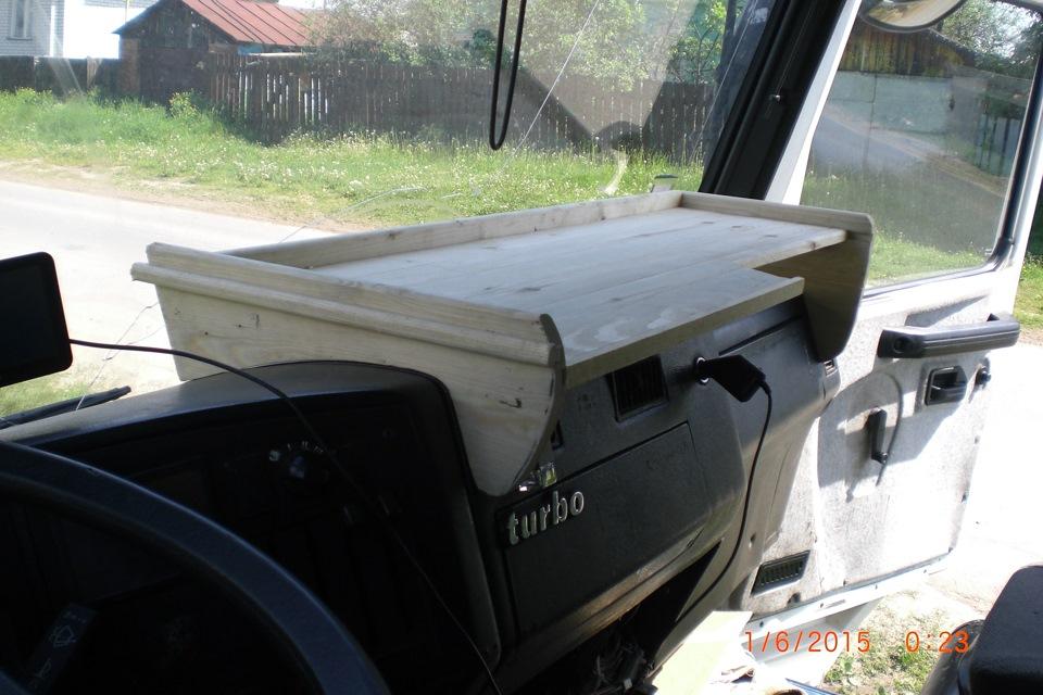 Столики в кабину грузовых авто - m