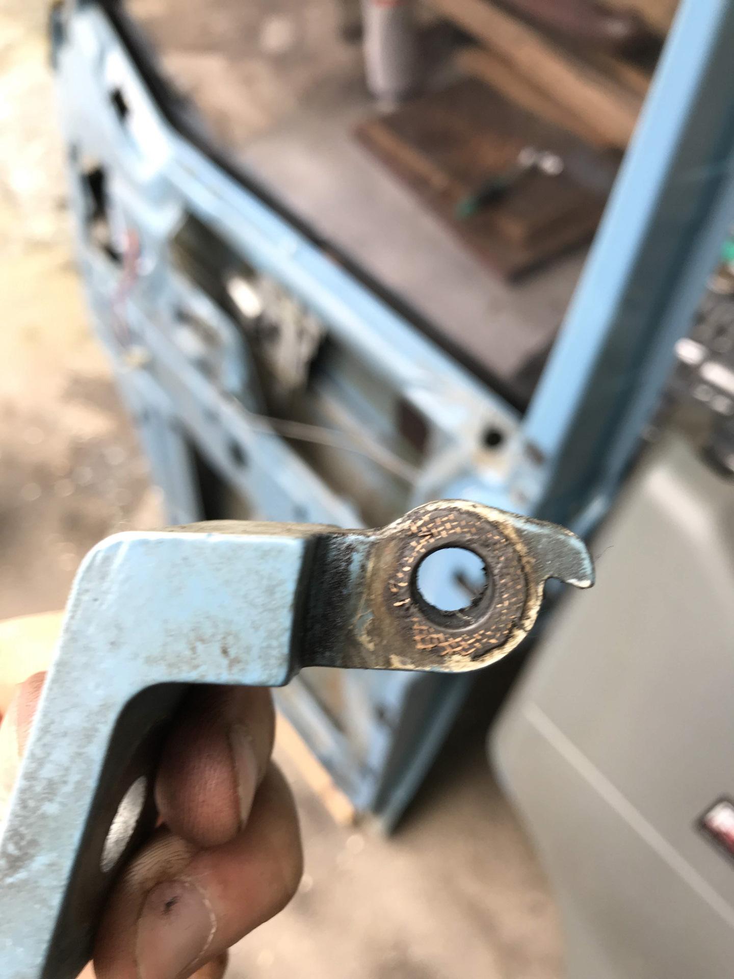 замена пальцев дверных петель фольксваген т4