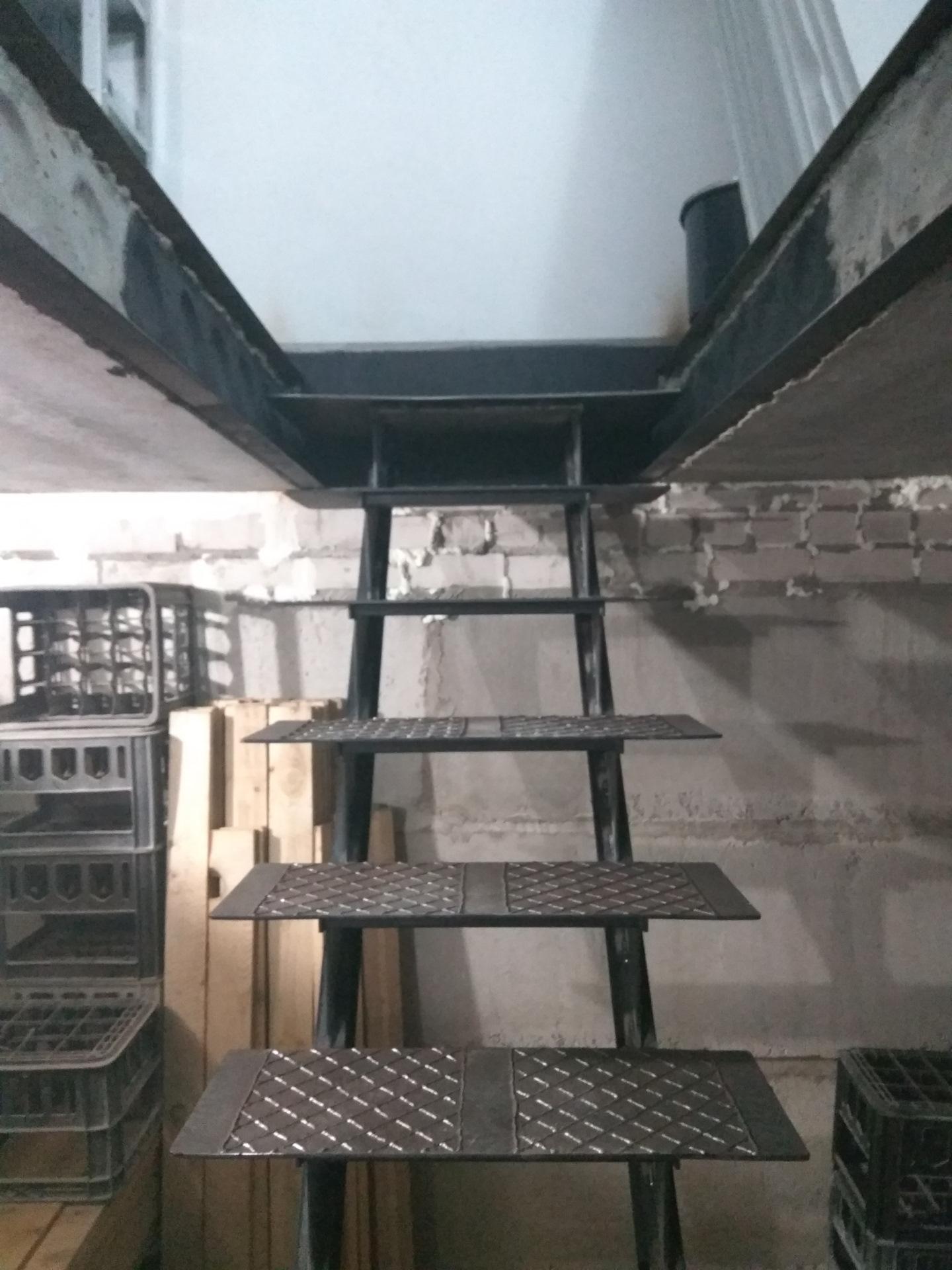 лестница в подвал гаража металлическая фото это
