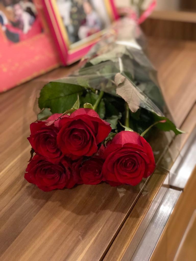подарили розы фото магнето это