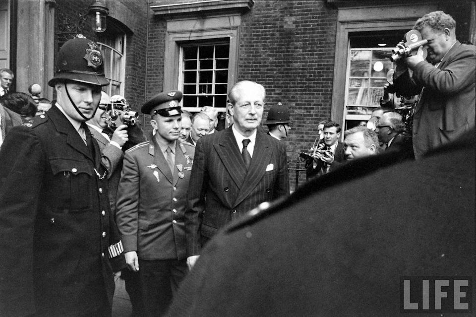 Гагарин и премьер Британии