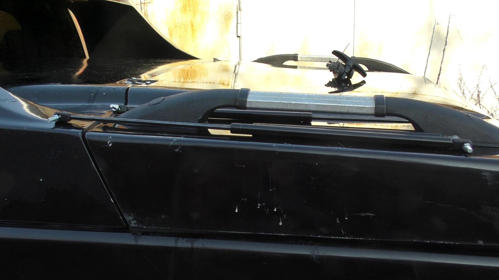 Купил пару амортизаторов от ГАЗ 2217 Соболь. Оказались пипец тугие. В итоги оставил только один, потому что два я не мог сложить даже повиснув своим не малым весом на крышке. Потом подберу что то полегче. Пока пусть будет один. Держит он железно