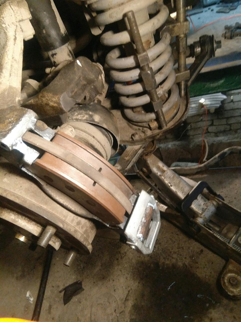q4AAAgMQauA 960 - Крепление суппорта нива шевроле
