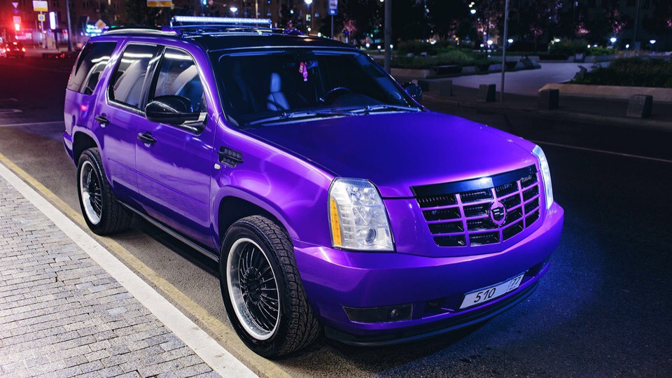 Пенсионерка из Дубны приехала в Петербург и лишилась фиолетового Cadillac Escalade