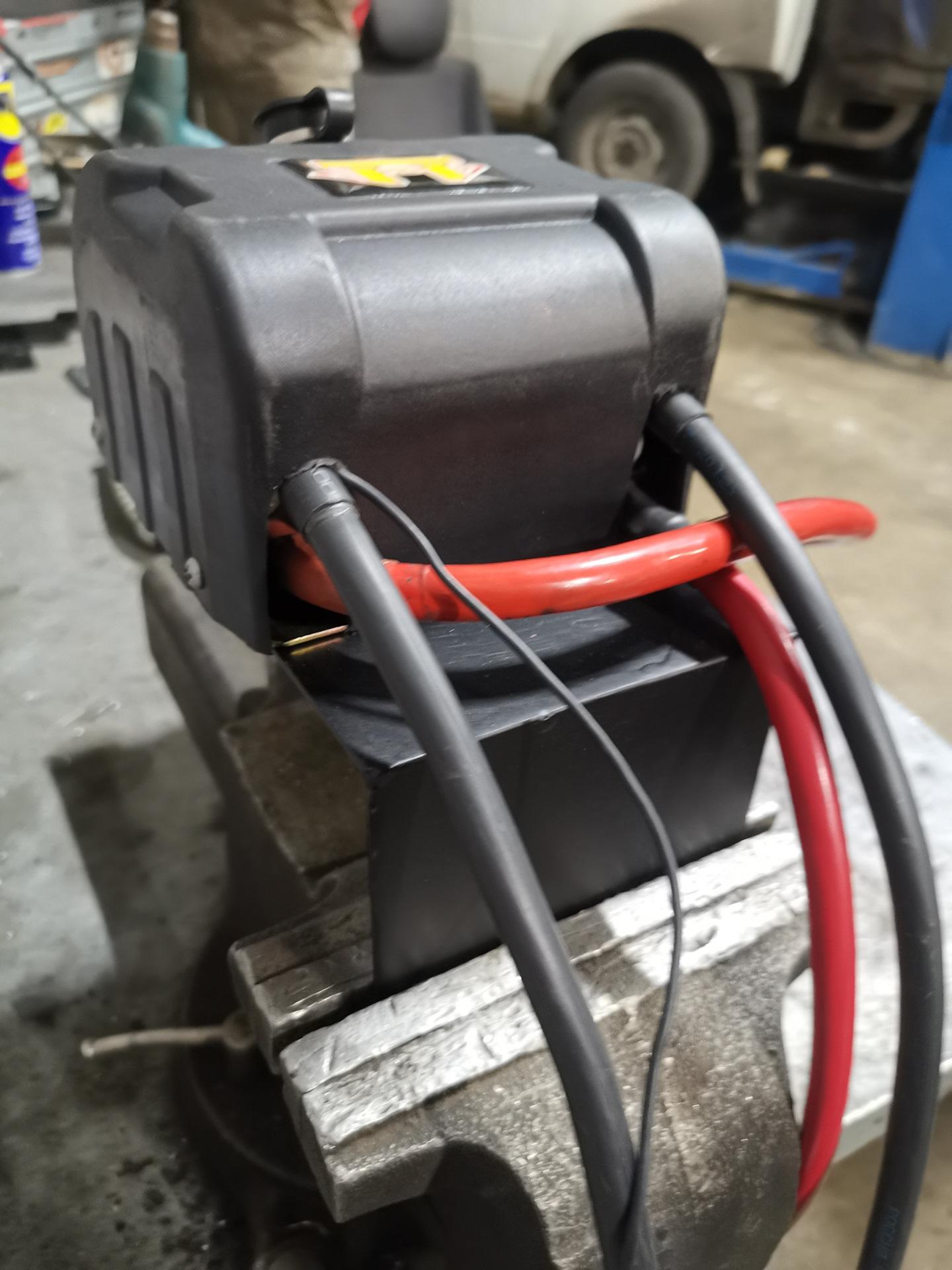Блок солинойдов было решено располагать у аккумулятора под капотом, в легкодоступном месте и подальше от воды.
