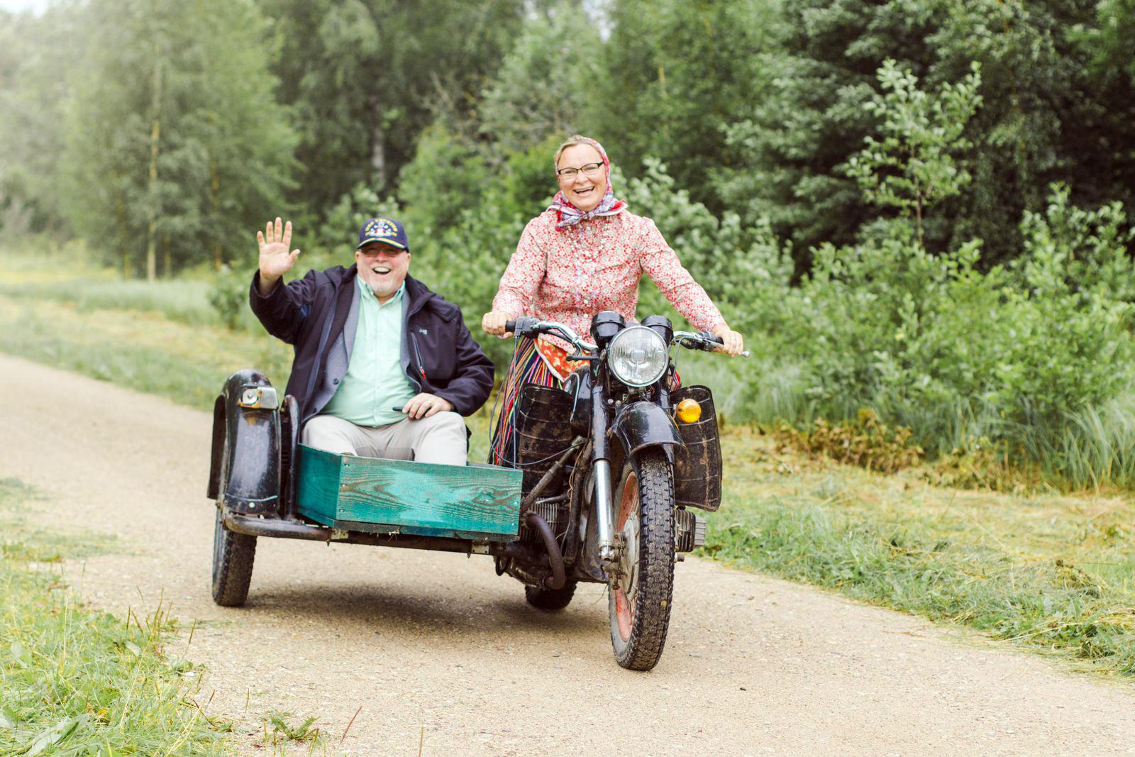 Смешную картинку, прикольные картинки с бабками и мотоциклами